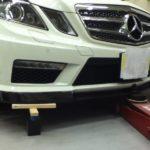 フロント リップ スポイラー カーボンをAMG E63の装着&ガラスコーティングメンテナンス